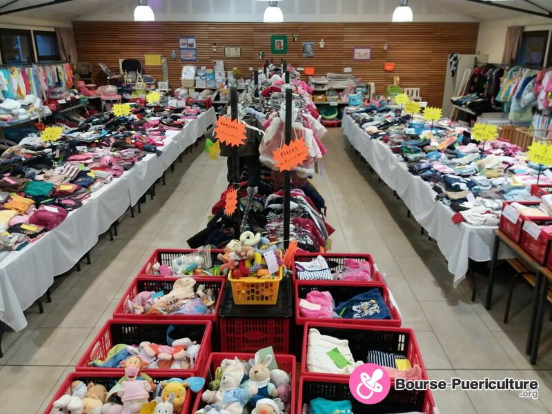 be1cdaec2f8cc Photo de la bourse puericulture Vente de Vêtements bébés et enfants ...